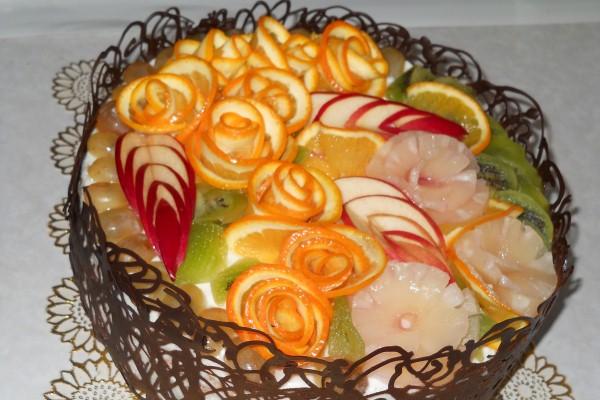 Оформление тортов фруктами фотографии