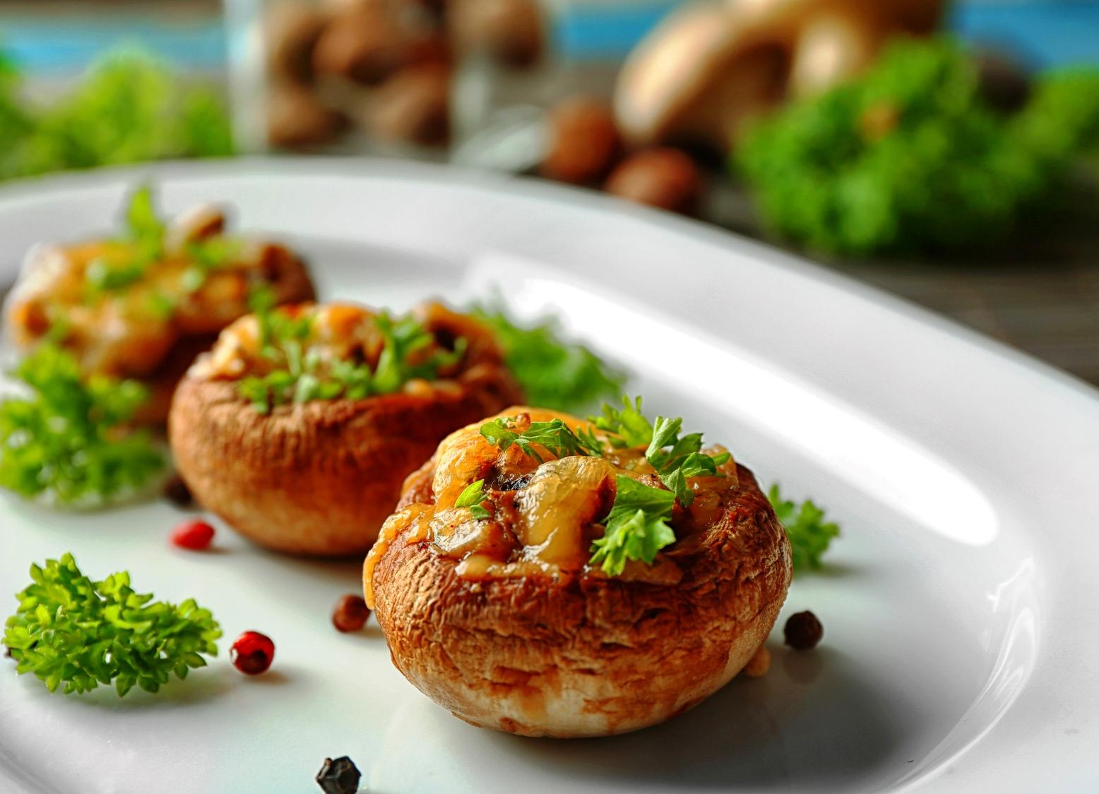 Фаршированные шампиньоны в духовке с курицей и сыром пошагово