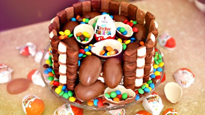 Как сделать торт «Киндер сюрприз» идеи декора 6