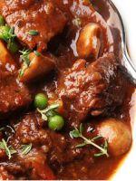 Тушеное мясо с подливкой – лучшие рецепты в духовке мультиварке или в горшочке