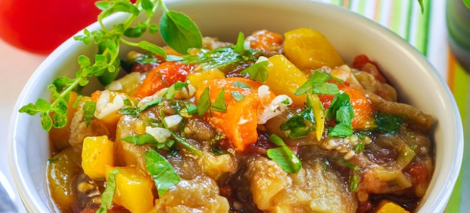 армянский салат из баклажанов с помидорами