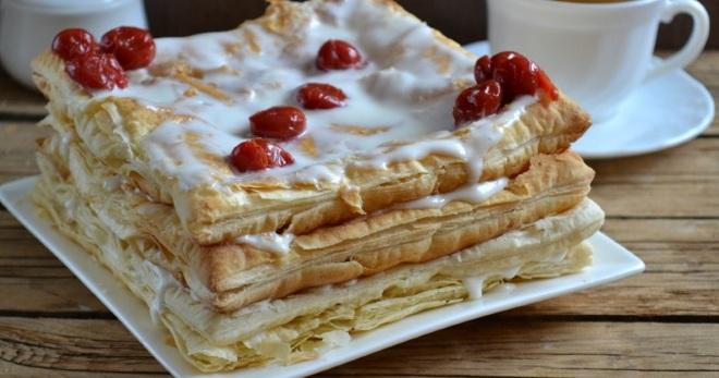 Торт из слоеного дрожжевого теста наполеон