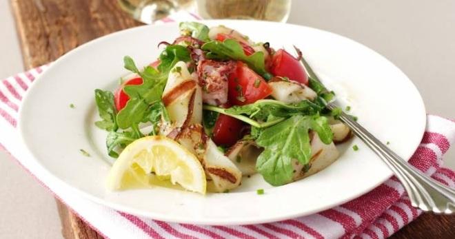 Рецепт вкусного салата из кальмара консервированного