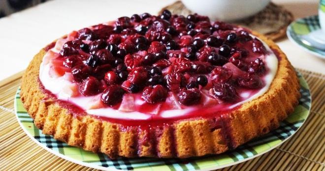 Рецепт тирольского пирога с ягодами и творогом