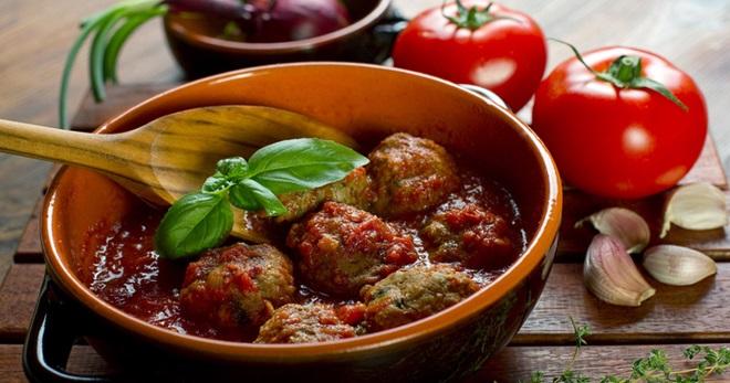 Тефтели в духовке с подливкой - вкусные рецепты простого блюда на каждый день