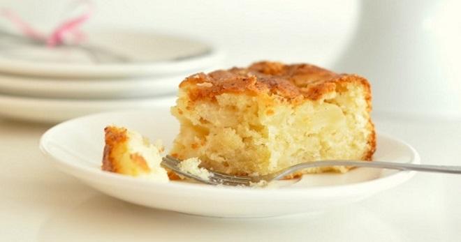 Творожная запеканка с яблоками в духовке - самые вкусные и полезные рецепты простого блюда
