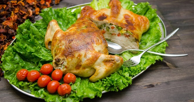 Фаршированная курица без костей - вариант разделки и рецепты лучших начинок на любой вкус!