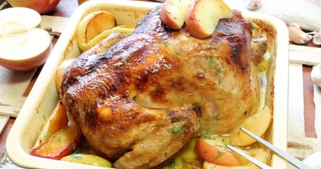 Курица фаршированная яблоками в духовке - вкусные и оригинальные праздничные рецепты