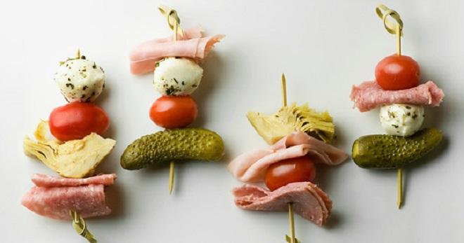 Закуски на шпажках - оригинальные идеи для оформления фуршетного стола