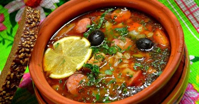 Солянка с колбасой и солеными огурцами - рецепты вкуснейшего очень насыщенного блюда