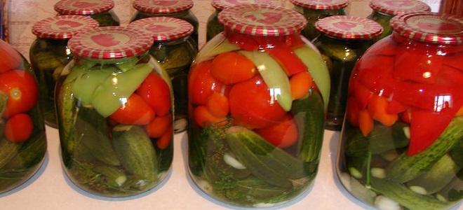Ассорти из помидор, огурцов и перца