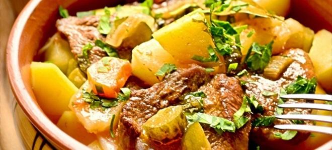 Азу из говядины с солеными огурцами в духовке, в горшочке и в мультиварке