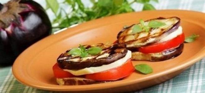 бутерброды с баклажанами и помидорами и чесноком