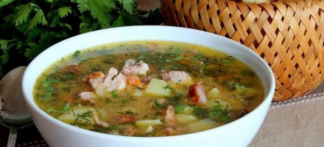 гороховый суп с копченой куриной грудкой