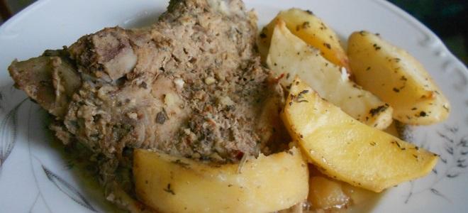 говяжий антрекот в духовке с картошкой