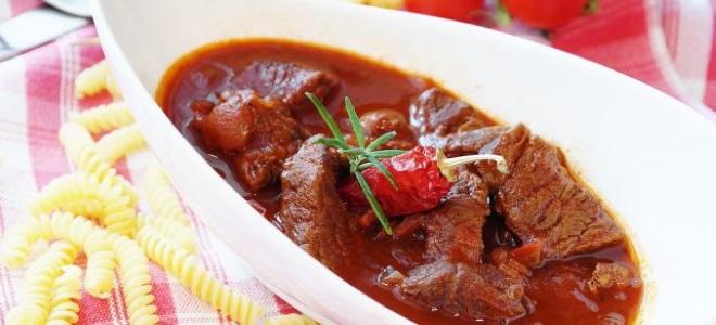 Гуляш по-венгерски из говядины - рецепт