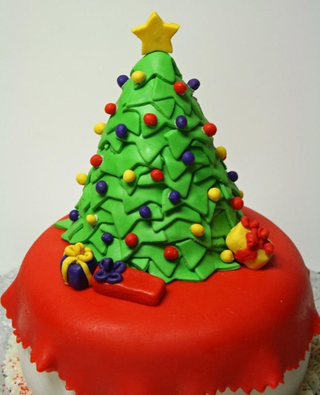 Идеи оформления новогодних тортов 11
