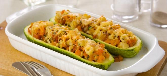 Фаршированные кабачки лодочки с овощами в духовке
