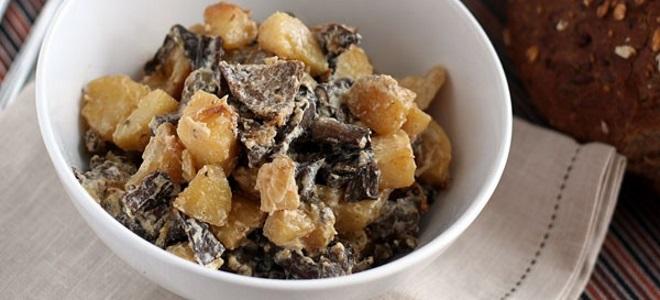 Как приготовить опята с картошкой и сметаной