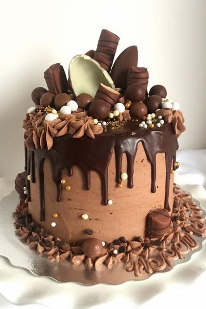 Как сделать торт «Киндер сюрприз» идеи декора 5