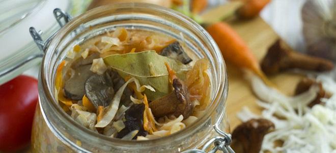 Капустная солянка с грибами на зиму