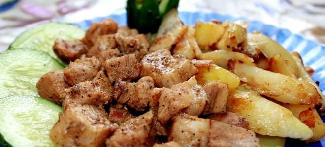 Картошка по деревенски в мультиварке с мясом