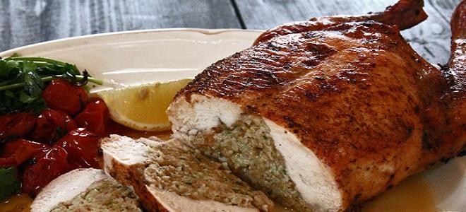 Курица без костей фаршированная гречкой