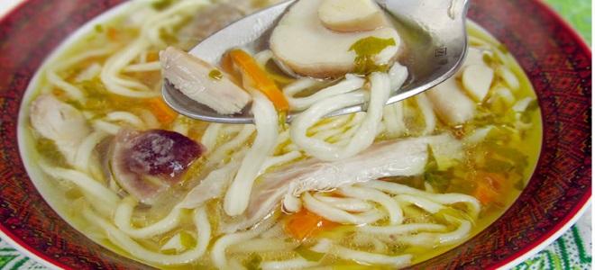куриный суп с грибами и вермишелью