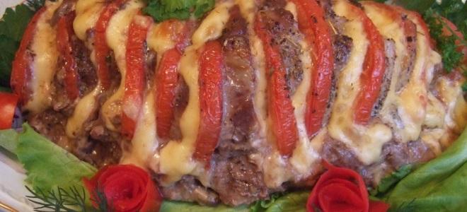 мясо гармошкой с помидорами и сыром