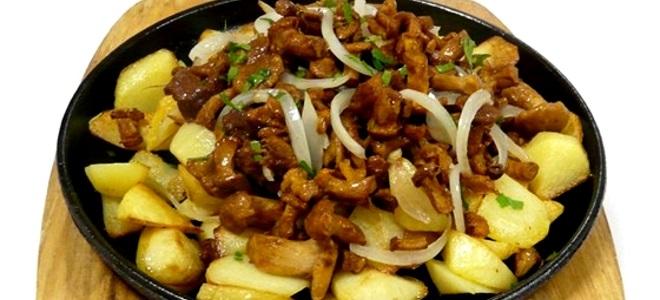 Опята жареные с луком и картошкой