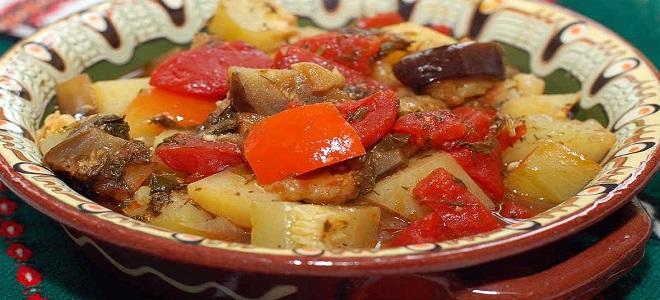 овощное рагу с мясом в горшочках в духовке рецепт с фото