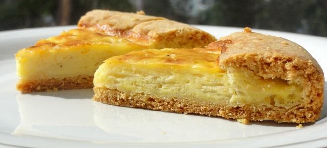 Пирог с луком и плавленным сыром