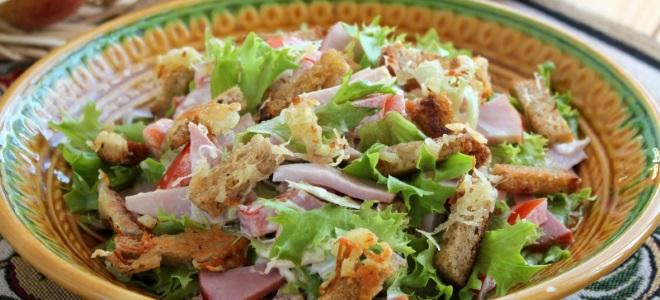 Праздничный салат с сухариками