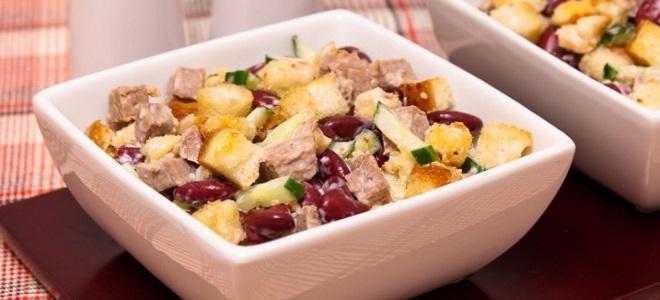 Салат из фасоли с колбасой и огурцами