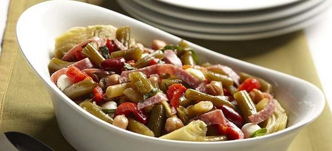 Салат из стручковой фасоли  и колбасы