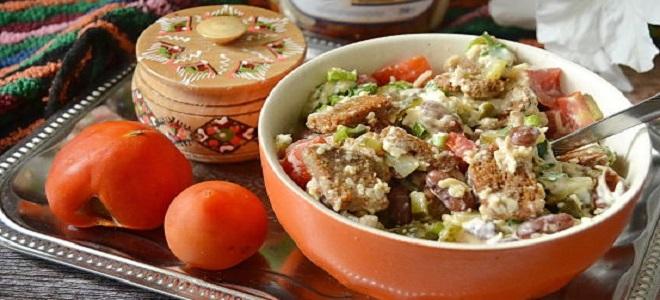 Салат «Обжорка» с колбасой и фасолью
