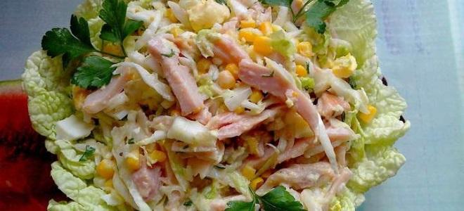 салат с курицей вареной и сухариками