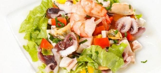 Салат из замороженного морского коктейля рецепт