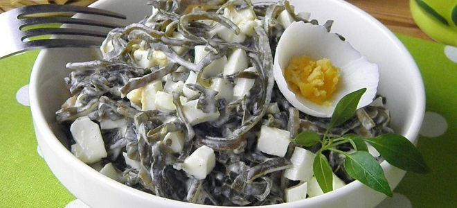 Салат с морской капустой и яйцамиы