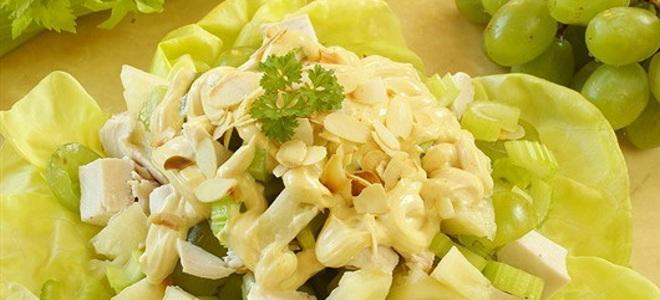 Стебли сельдерея с курицей салат