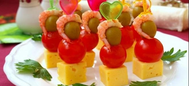 шпажки с креветками и сыром