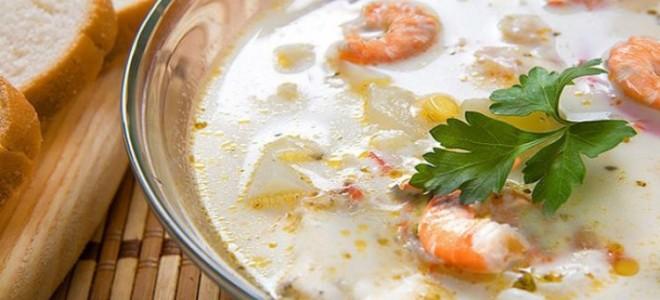 Сливочный суп с семгой и креветками