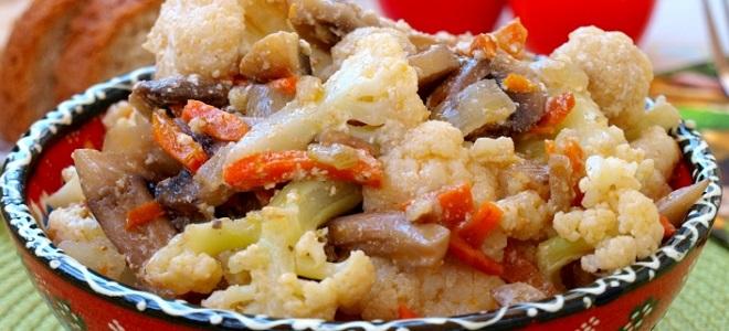 Солянка из цветной капусты с грибами