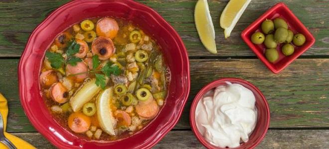 Солянка с колбасой и мясом - рецепт