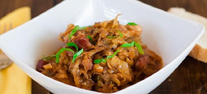 Солянка с мясом, грибами и капустой