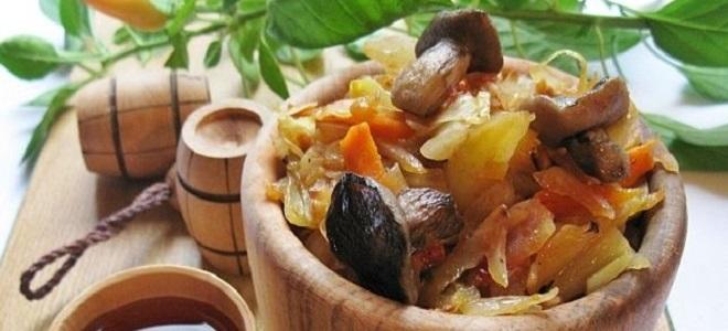 Солянка с солеными грибами и капустой - рецепт