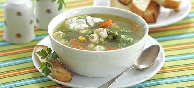 суп с пельменями и рисом