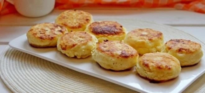 Сырники из творога с манкой рецепт на сковороде с фото пошагово