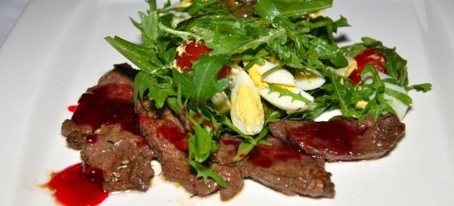 Салат с телячьим языком и рукколой