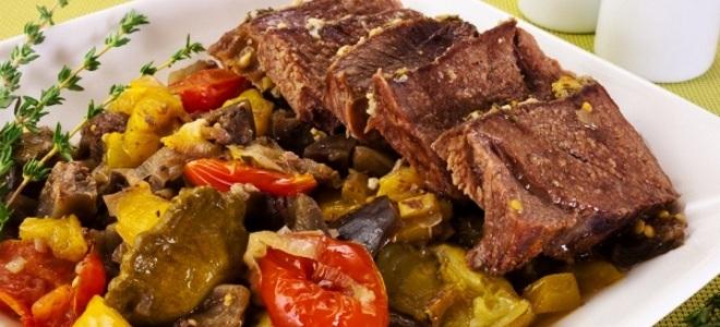 тушеное мясо с овощами в духовке